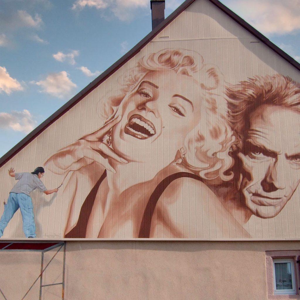 Fresque de Clint Eastwood et Marilyn Monroe à Wisches par Roland Perret
